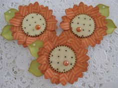 VSROSES - One of a kind hand made paper crafts : Photo Fabric Flowers, Paper Flowers, Paper Rosettes, Flower Crafts, Flower Diy, Diy Flowers, Candy Cards, Paper Tags, Scrapbook Embellishments