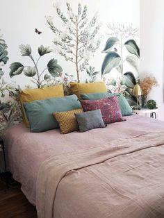 Best Ideas Garden Wallpaper Sweets In order to have an excellent Modern Garden Decoration, it is useful to … Room, Wallpaper Bedroom, Master Bedroom Wallpaper, Home, Romantic Room, Bedroom Design, Luxurious Bedrooms, Cool Walls, Bedroom