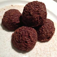 almond/chocolate/coconut balls (no sugar added ) oh, I can't WAIT to try these! Think I'll use sunbutter instead of almond. Paleo Protein Balls, Chocolate Protein Balls, Raw Protein, Protein Snacks, Almond Chocolate, Coconut Balls, Raw Coconut, Almond Butter, Coconut Oil