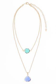 Collar estilo choker de 30cm de largo y 8cm de extensión, en baño de oro con piedra color azul y verde.  Collar modelo 317731