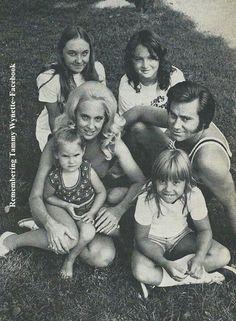 George Jones,Tammy Wynette and children.