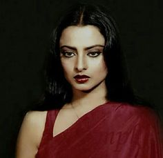 A Model of Striking Beauty – Athenasphere Vintage Bollywood, Indian Bollywood, Bollywood Fashion, Rekha Actress, Intelligent Women, Beautiful Bollywood Actress, Indian Models, Celebs, Celebrities