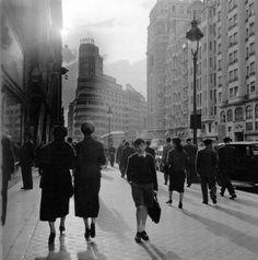 Madrid, Gran Vía, Mayo de 1955.  Cas Oorthuys. Museo de la Fotografía de los Países Bajos. (Nederlands Fotomuseum) Rótterdam
