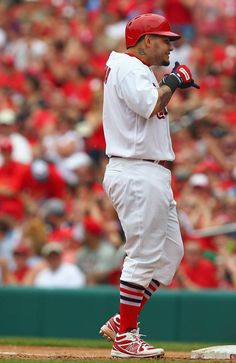 Yadier Molina acknowledges the dugout after hitting an RBI single against the Milwaukee Brewers in the fourth inning. Cards won So cute lol St Louis Baseball, St Louis Cardinals Baseball, Mlb, Cardinals Team, Yadier Molina, Fitness Gifts, Milwaukee Brewers, Team Photos, Espn