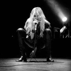 Taylor Momsen and the pretty reckless Bild Taylor Momson, Taylor Michel Momsen, Jenny Humphrey, Metal Girl, Stevie Nicks, American Singers, Gossip Girl, Hard Rock, Goth Girls