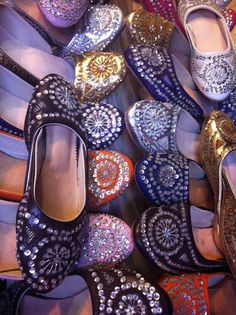 Moroccan style jeweled slippers Moroccan Colors, Moroccan Style, Bride Slippers, Moroccan Slippers, Moroccan Interiors, Nail Accessories, Arabian Nights, Sweet Memories, Hippie Chic