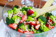 Fresh broccoli and strawberries are colorful additions to this refreshing summer delight. Lemon dressing brings a bright flavor to this pasta dish. Slaw Recipes, Fruit Recipes, Cooking Recipes, What's Cooking, Recipies, Orzo Pasta Recipes, Pasta Dishes, Orzo Salad, Fruit Salad