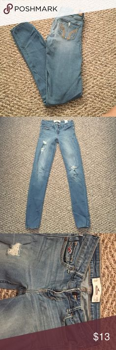 Hollister Destroyed Skinny Jeans Size 3L Super stretchy and comfortable! W: 26 L: 33 Hollister Jeans Skinny