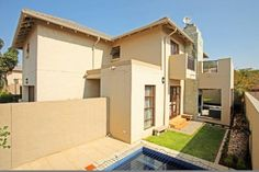 ON SHOW this Sunday, 9 August 2015.  Don't miss out this weekend! View this home in Honeydew Manor.
