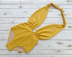 Swimsuit High Waisted Mustard Yellow Vintage Style One Piece Retro Pin-up Backless Bathing Suit Swimwear Beachwear Maillot - Spring Break Unique Swimsuits, 2 Piece Swimsuits, Trendy Swimwear, Swimwear Fashion, Women Swimsuits, Yellow Bathing Suit, Bathing Suits, Vintage Inspiriert, Swimming Costume