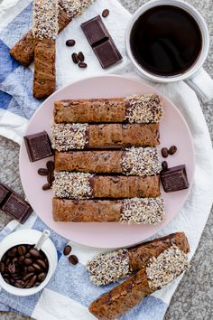 Once you try these homemade vegan coco-mocha biscotti, you'll never want to eat store-bought ones ever again! With Mother's Day less than 2 weeks away, I wanted to share a recipe that would elevate a brunch or be a special gift. Biscotti was the answer. Vegan Chocolate, Melting Chocolate, Vegan Biscotti Recipe, Vegan Food, Vegan Recipes, Easy Vegan Cookies, How To Make Scones, Biscotti Cookies, Sugar Free Cookies