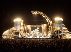 Stufish entertainment architects Concert Stage Design, Stage Lighting Design, Rock Artists, Futuristic Architecture, Rolling Stones, Michael Jackson, Design Inspiration, Scene, Tours