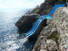 Parco Giochi Con Scivoli Che Finiscono In Mare