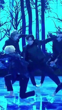 Bts Jungkook, Namjoon, K Pop, Bts Pictures, Photos, Bts Dancing, Music Mood, Bts Video, Bts Lockscreen
