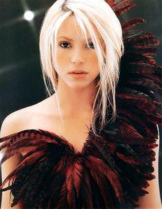 We shared amazing Shakira white hair pictures. Britney Spears, Nicki Minaj, Shakira Dance, Shakira Body, Shakira Hips, Short Platinum Hair, Shakira Mebarak, Rihanna, Taylor Swift