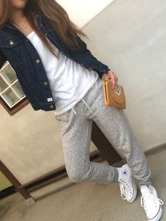 42 Stylish Womens Jogger Outfits Ideas For Winter - Women's Fashion Spring Outfits, Winter Outfits, Casual Outfits, Cute Outfits, Look Street Style, Street Style Women, Look Fashion, Fashion Outfits, Womens Fashion