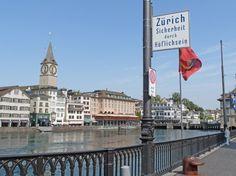 Zürichs Touristenseite: An der Limmat liegt das Viertel Niederdorf mit seinen...