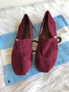 5c7eedf5e15 Toms Women s Slip On Flats Shoes Size 9M Maroon Burgundy Corduroy Shoe Bag