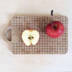 #milkywood #apple #cuttingboard #wood #lasercut #quadrillage #etsy