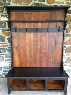Mud Room Bench, for boots, hats ect. Nice weekend project. #LogWoodProjectsDiy