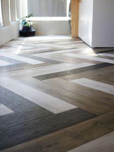 DIY Flooring Projects - Herringbone Floors with Vinyl Stick Down Planks - Cheap Floor Ideas for Thos Vinyl Plank Flooring, Diy Flooring, Flooring Options, Kitchen Flooring, Vinyl Planks, Bathroom Flooring, Cheap Flooring Ideas Diy, Cement Floors, Hardwood Floors