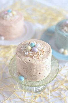 Impress your friends and family this year with a little gift of the teeniest, tiniest, and cutest Vanilla Malt Speckled Egg Cakes! Easter Recipes, Holiday Recipes, Mini Cakes, Cupcake Cakes, Cupcake Recipes, Easter Cupcakes, Easter Cake, Easter Eggs, Speckled Eggs