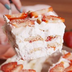 Strawberry Shortcake Lasagna Easy to make, hard to resist. This no-bake Strawberry Shortcake Lasagna is all you need for your Baking Recipes, Cookie Recipes, Nilla Wafer Recipes, Angle Food Cake Recipes, Icebox Cake Recipes, Brownie Desserts, Non Bake Desserts, Angel Food Cake Desserts, Cool Whip Desserts