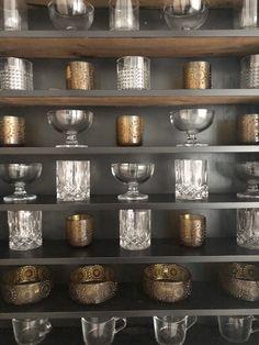 storage ideas for cabinet, finnish glass design, riihimäki grapponia, glasses, riihimäen lasi, grapponia, vanha ruskea juomalasi, konjakkilasit