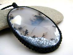 Csodaszép mágikus kő, amire ha ránézek, olyan mintha mélyen belém látna. Sokatmondó. Mesés a szépsége. :-) Ismerkedjetek meg vele, hátha pont ő...