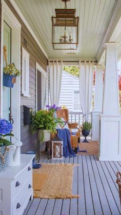Summer Front Porches, Summer Porch Decor, Small Porches, Front Porch Garden, Beach Porch, Small Porch Decorating, Decorating Ideas, Summer Decorating, Decor Ideas