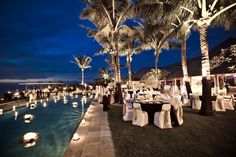 poolside wedding reception- this would be my dream come true. Not sure what hotel in Jordan would have this