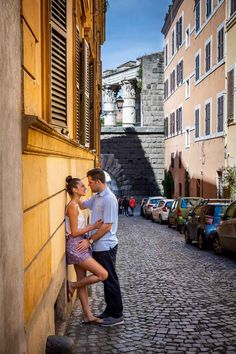 A Beautiful Surprise Wedding Proposal candidly photographed and video recorded at the Trevi fountain by the Andrea Matone photographer team Wedding Proposal Videos, Pose Foto, Surprise Engagement, Romantic Surprise, Photo Walk, Portrait Pictures, Trevi Fountain, Couple Photography Poses, Rome Italy