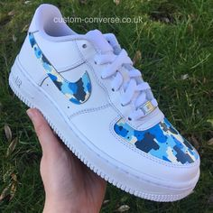 Nike Air Force 1 Low Trainers with Fortnite themed Arctic Camo design Nike Air Force 1 Low-cut sneakers in Arctic Camo design with Fortnite motifs Zapatillas Nike Air Force, Nike Af1, Nike Shoes Air Force, Nike Air Force Ones, Souliers Nike, Camo Shoes, Aesthetic Shoes, Hype Shoes, Fresh Shoes