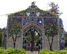 Wine Bottle Walls or Fences | That is an Example of Treasure from Trash