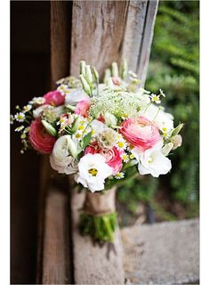 This is the one Bouquet de mariée Pastel gt; Ecru et rose // Pastel Wedding bouquet gt; cream and pink Pink And White Weddings, White Wedding Bouquets, Bride Bouquets, Floral Wedding, Bouquet Wedding, Pastel Weddings, Blue Weddings, Spring Weddings, Romantic Weddings