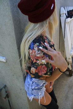 jean shorts and floral t shirt and black beanie and long black stockings   summer outfit