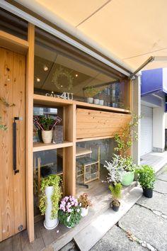 Cafe4U | KIZ ARCHITECTS / 很特別,但木頭的安排可以再更好。                                                                                                                                                                                 もっと見る