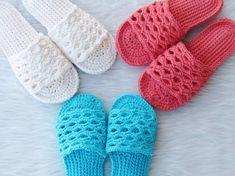 Crochet Sandals Free Pattern - Crochet Dreamz Crochet Sandals Free, Knitted Slippers, Crochet Slippers, Spa Slippers, Crochet Gifts, Easy Crochet, Knit Crochet, Crochet Slipper Pattern, Crochet Patterns
