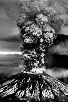 Mount St Helens eruption: Missing magma is east of volcano Natural Phenomena, Natural Disasters, Tornados, Mother Earth, Mother Nature, Volcan Eruption, Erupting Volcano, Saint Helens, Aerial View