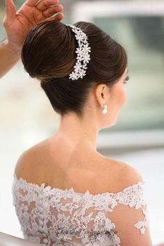 Hair updos high wedding ideas for 2019 Hairdo Wedding, Bridal Updo, Wedding Headband, Wedding Hair Pieces, Bridal Headpieces, Bride Hairstyles, Headband Hairstyles, Pretty Hairstyles, Bridesmaid Hair