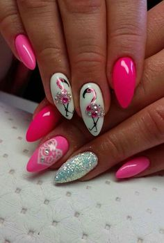 There are a variety of unique nail art designs. Flamingo nail design seems to be the best trend in the current season. Flamingos on white or pink backgrounds are great nail art designs. Of course, Flamingo Nail design is not limited to this, nail art Neon Nail Art, Neon Nails, Bling Nails, My Nails, Trendy Nails, Cute Nails, Flamingo Nails, Nagel Bling, Nailart