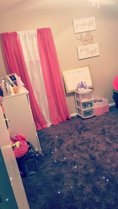 Pink room & layout idea Cute Room Ideas, Cute Room Decor, Teen Room Decor, Room Ideas Bedroom, Living Room Decor, Bedroom Decor, Girl Bedroom Designs, Daughters Room, Little Girl Rooms