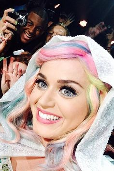 @madisondoney: Katy perry took a selfie on my sisters phone tonight. I'm peeing myself. Shoutout to Cameron.