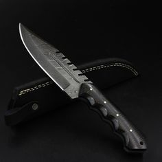 NELLIE Handmade Damascus Hunting Knife (with Genuine Leather Sheath) Damascus Sword, Damascus Knife, Damascus Steel, Tactical Pocket Knife, Tactical Knives, Pocket Knives, Spyderco Knives, Real Madrid, Barcelona