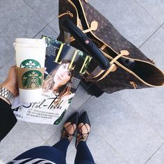 Travel style - Louis Vuitton Neverfull tote bag and Starbucks Louis Vuitton Neverfull Tote, Louis Vuitton Handbags, Neverfull Gm, Starbucks, Best Tote Bags, Airport Style, Travel Style, Travel Chic, Travel Fashion