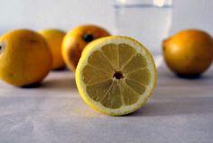 Zitronenwasser am Morgen ist das Beste und Simpelste, was Du für Deine Gesundheit tun kannst. Warum erfährst Du hier...