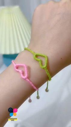 Diy Bracelets Patterns, Diy Friendship Bracelets Patterns, Diy Bracelets Easy, Slip Knot Bracelets, Macrame Bracelet Patterns, Kids Bracelets, Handmade Bracelets, Diy Crafts Jewelry, Diy Crafts For Gifts