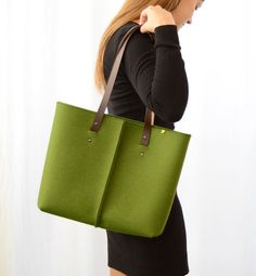 100% wool felt TOTE BAG with leather handles - green