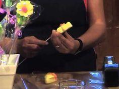 Cómo hacer un arreglo con flores de bombones