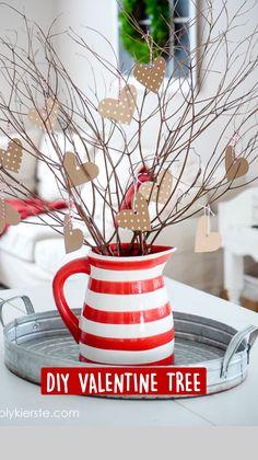 Valentine Tree, Valentine Day Wreaths, Valentines Day Decorations, Valentine Day Crafts, Valentine Party, Valentinstag Party, Diy Home Crafts, Easy Crafts, Saint Valentin Diy
